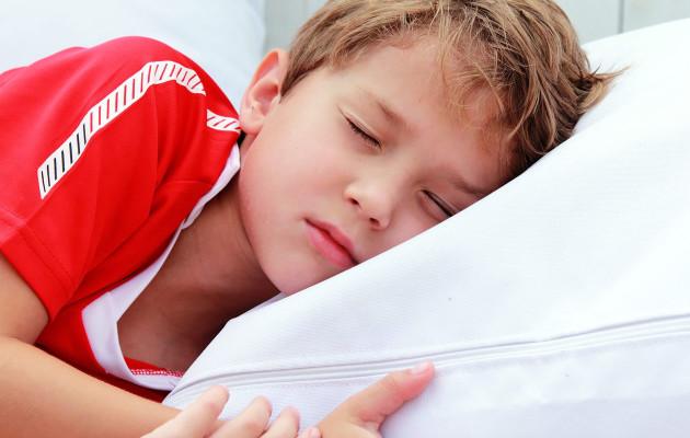 От чего дети скрипят во сне зубами – причины и лечение, советы Комаровского